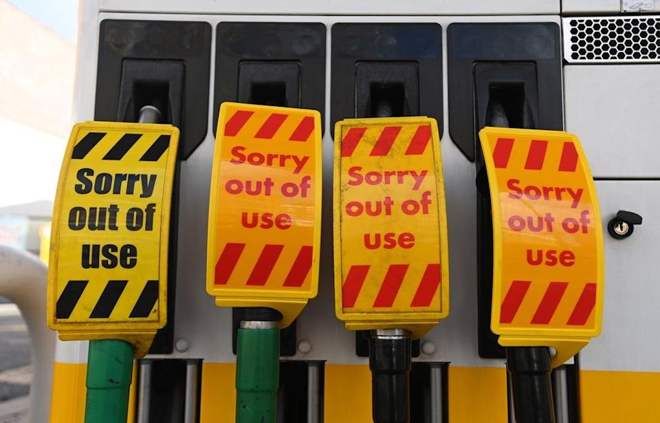 While fuel supplies are gradually returning to normal, a significant number of petrol stations in the southeast remain dry (EPA)