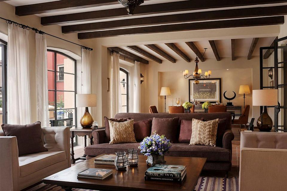Luxury room with couches and dining table at Rosewood San Miguel de Allende