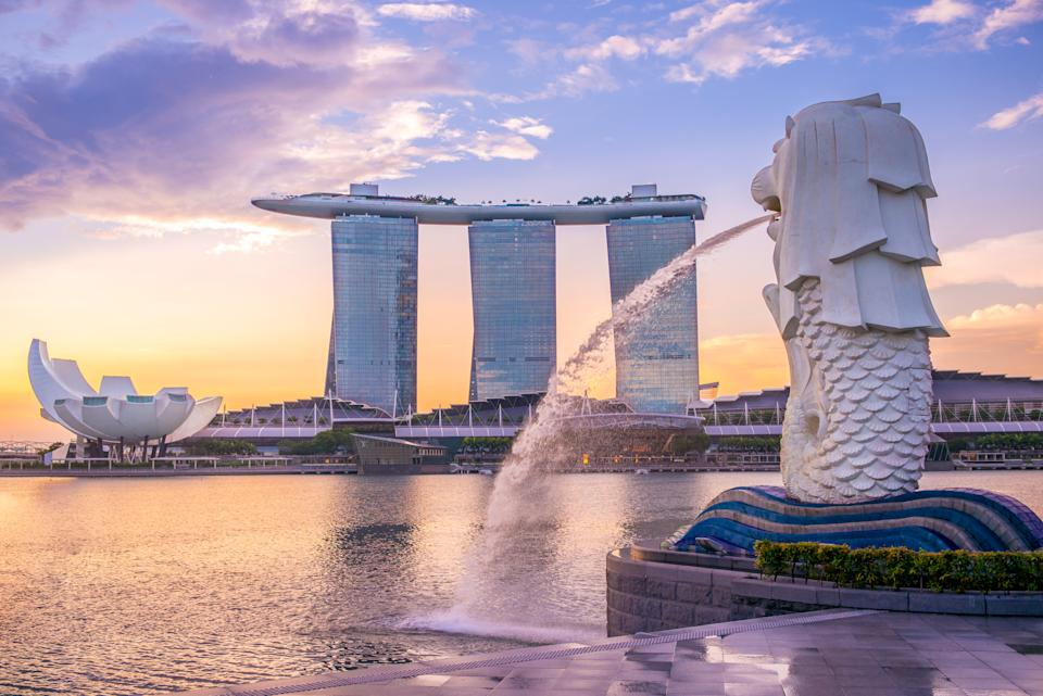 The Merlion Statue at Marina Bay against the sunrise in Singapore. (Photo: Getty Images)