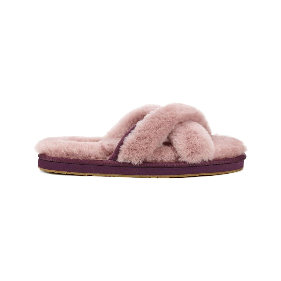 "<p><em>(Abela slippers, UGG, $80)</em></p><p><a rel=""nofollow"" href=""http://www.ugg.com/womens-slippers/abela/1017548.html?dwvar_1017548_color=DUS#start=6&cgid=womens-slippers"">BUY NOW</a></p>"