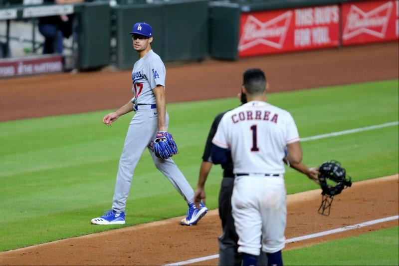 Dodgers, Astros empty benches after Kelly gets wild