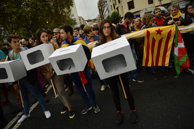 "<p>Pro independence supporters carry mock ballot boxes, with an ""estelada"", or Catalan pro independence flag, and an ""Ikurrina"", or Basque regional flag, right, during a rally in support of the Catalonia's secession referendum, in Bilbao, northern Spain, Saturday, Sept. 30, 2017. (Photo: Alvaro Barrientos/AP) </p>"