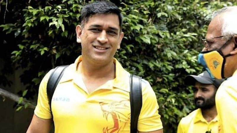 Dhoni shows his humble side, gives away his business-class seat