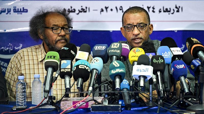 Sudanese civil society activists Muawia Shaddad (L) and Omar el-Digeir (R), two of the leaders of the protest movement the Alliance for Freedom and Change (AFP Photo/OZAN KOSE)