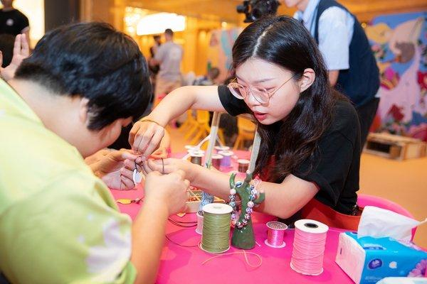 Sands China invited 12 ceramic artisans from Jingdezhen and Dali, China to lead a free Ceramic Artisans Workshop at The Venetian Macao, which was open to the public daily from Aug. 19 to 30.
