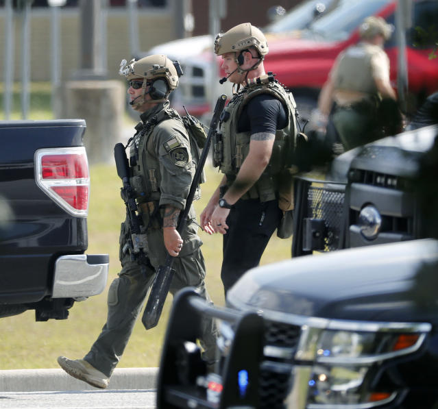 <p>Police officers in tactical gear move through the scene at Santa Fe High School after a shooting on Friday, May 18, 2018, in Santa Fe, Texas. (Photo: Kevin M. Cox/The Galveston County Daily News via AP) </p>