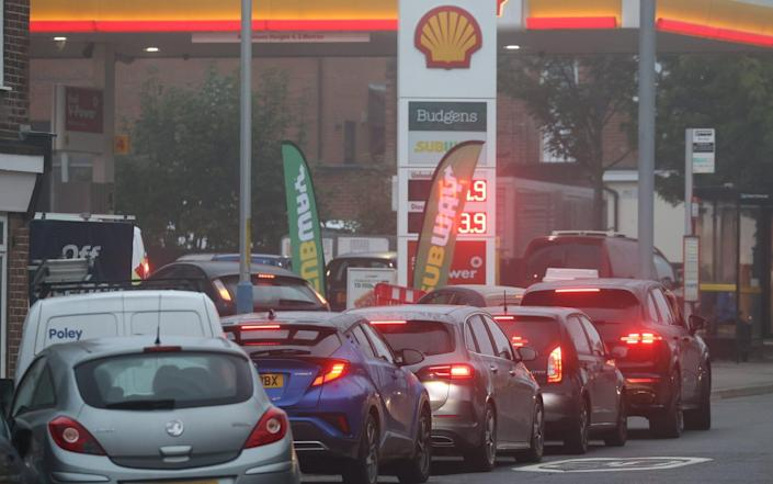Drivers queue for petrol in Tonbridge, Kent, after other petrol stations in the town ran out of fuel because of delivery problems - Stephen Lock / i-Images