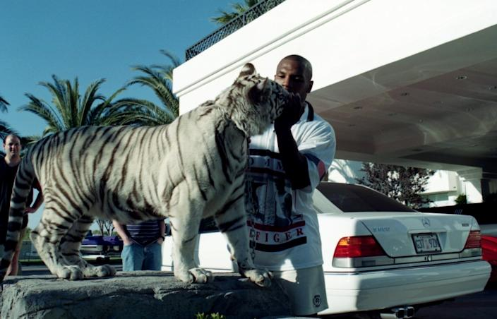 Mike Tyson poses with his white tiger during an interview at his home. (Photo by: The Ring Magazine via Getty Images)