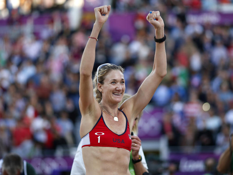 Kerri Walsh Jennings of the U.S. celebrates defeating Italy's Greta Cicolari and Marta Menegatti during their women's quarterfinals beach volleyball match at Horse Guards Parade during the London 2012 Olympic Games August 5, 2012. REUTERS/Marcelo del Pozo (BRITAIN - Tags: OLYMPICS SPORT VOLLEYBALL)