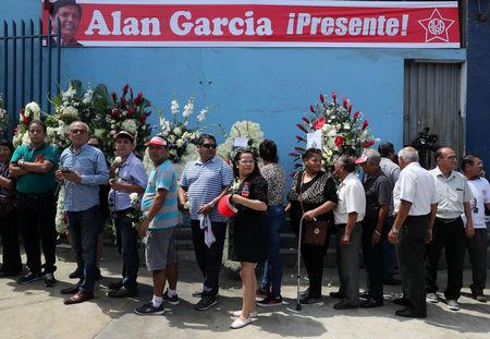 Supporters of Peru's former President Alan Garcia arrive for the wake, after Garcia fatally shot himself on Wednesday, in Lima, Peru April 18, 2019. REUTERS/Guadalupe Pardo