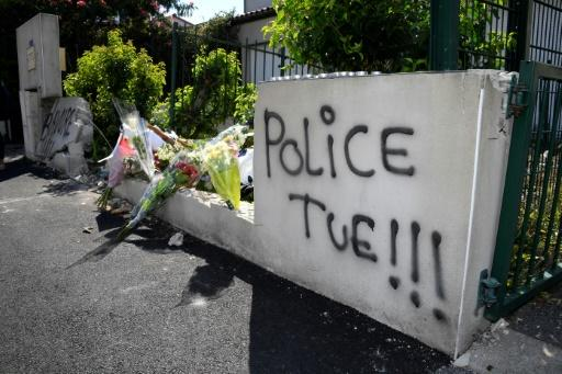 "Graffiti in the French city of Nantes says ""Police kill"""