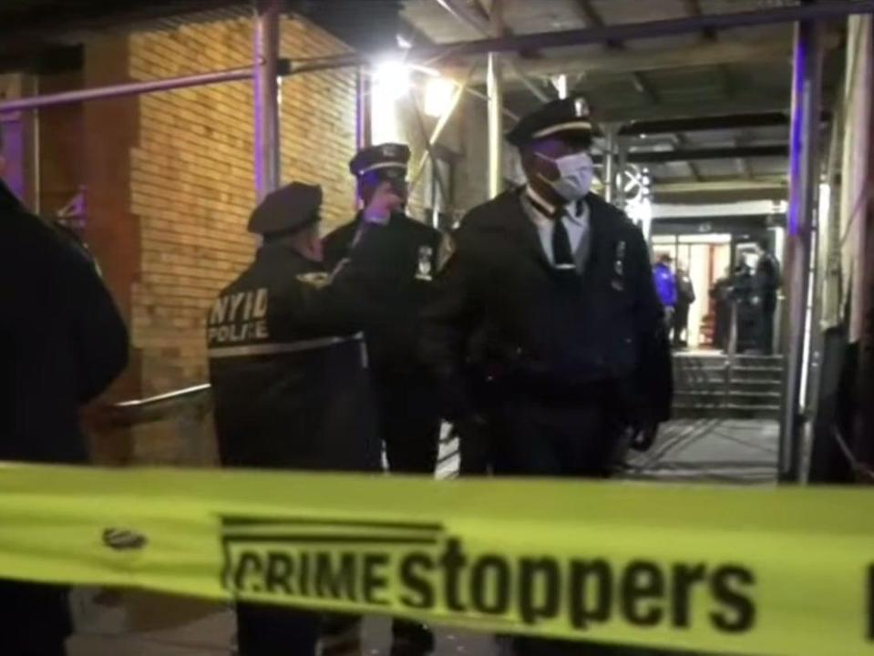 New York Police Department officers outside of the apartment building in the Bedford-Stuyvesant neighbourhood on Sunday night ((CBS New York - YouTube))