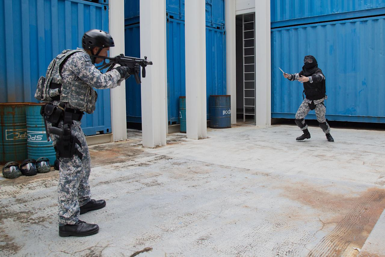 <p>An ASSeT member demonstrating how armed threats are dealt with on 17 April 2018. (PHOTO: Yahoo News Singapore / Dhany Osman) </p>
