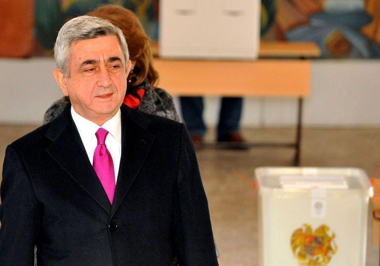 Armenian President Serzh Sarkisian votes at a poling station in Yerevan, on February 18, 2013