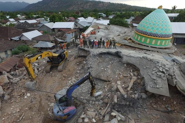 <p>An aerial view of the collapsed Jamiul Jamaah mosque where rescue workers and soldiers search for earthquake victims in Pemenang, North Lombok, Indonesia, Aug. 8, 2018. (Photo: Antara Foto/Zabur Karuru via Reuters) </p>