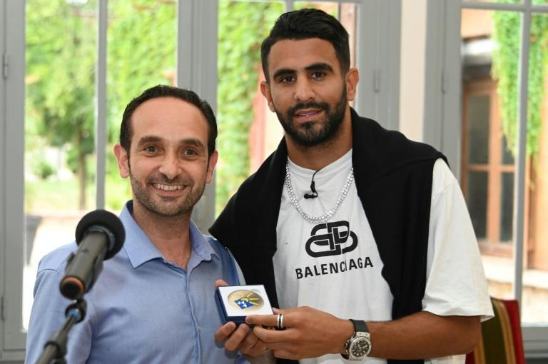 Riyad Mahrez with the mayor of Sarcelles in 2019