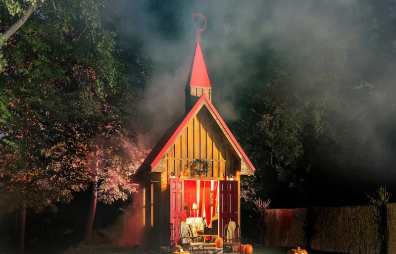 Spend the weekend in Hell, Mich., at this Airbnb. (Photo: Airbnb)