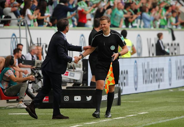 Soccer Football - Bundesliga - VfL Wolfsburg v FC Cologne - Volkswagen Arena, Wolfsburg, Germany - May 12, 2018 Wolfsburg coach Bruno Labbadia shakes hands with the assistant referee REUTERS/Wolfgang Rattay DFL RULES TO LIMIT THE ONLINE USAGE DURING MATCH TIME TO 15 PICTURES PER GAME. IMAGE SEQUENCES TO SIMULATE VIDEO IS NOT ALLOWED AT ANY TIME. FOR FURTHER QUERIES PLEASE CONTACT DFL DIRECTLY AT + 49 69 650050