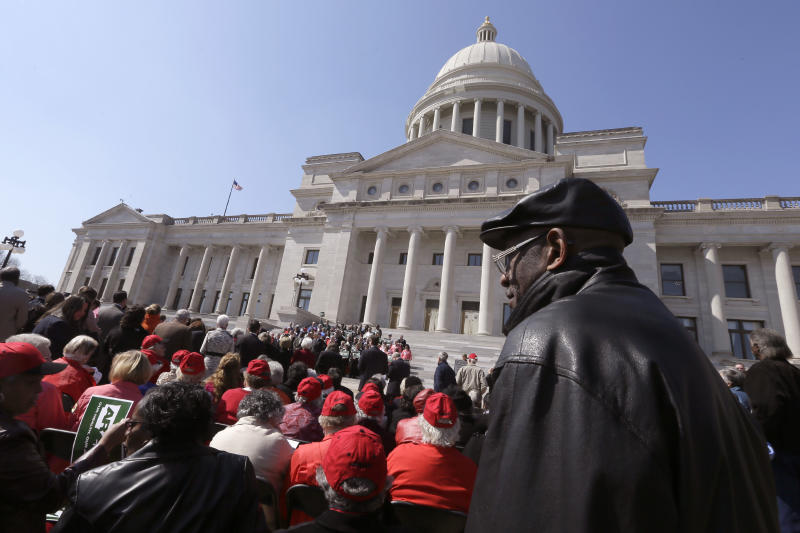 Hundreds rally for Arkansas Medicaid expansion