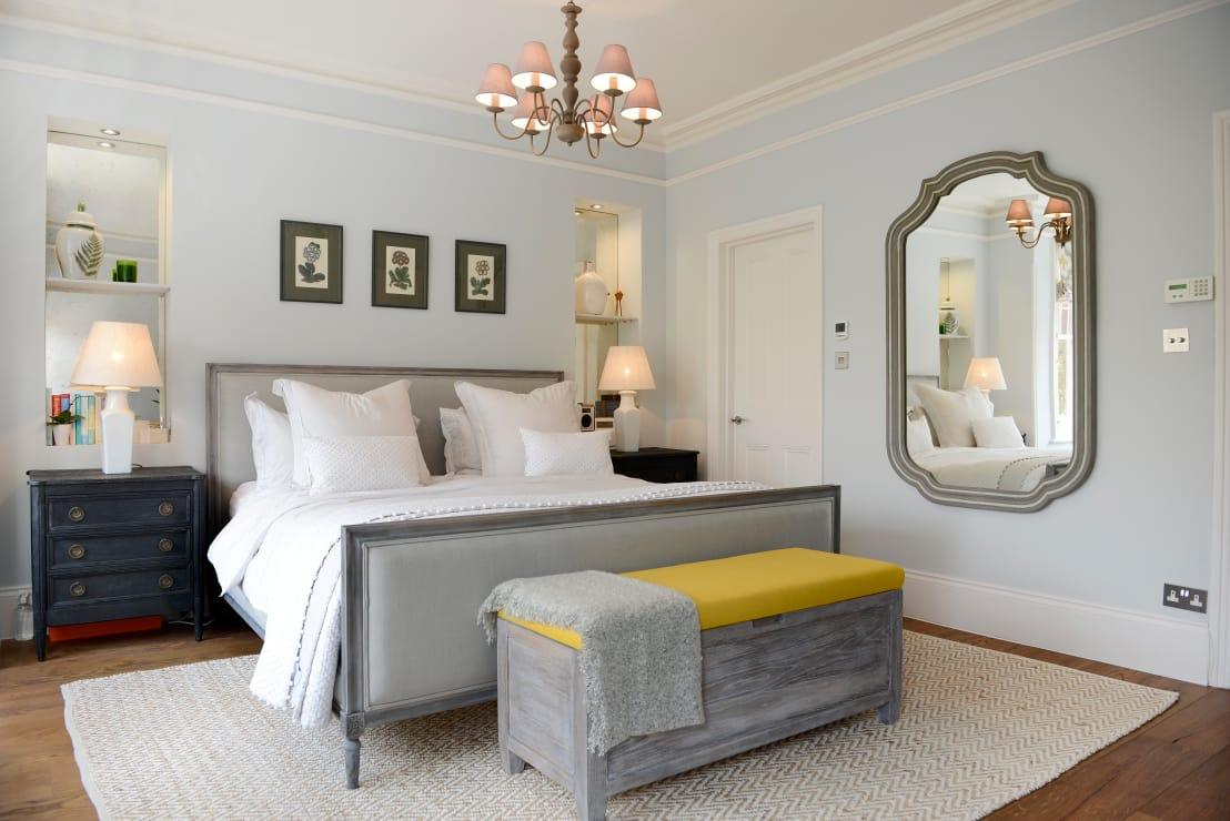 """<p>Nobody wants to try and fall asleep in a messy room, which is why you need to focus on keeping your surfaces clear and the best way to do that is with a decent amount of storage. Whether you've opted for a<a rel=""""nofollow"""" href=""""https://www.homify.co.uk/rooms/bedroom-style-classic"""">beautifully classic bedroom</a> or have pushed the boat out with a contemporary design, there will be a host of storage solutions that seem tailor-made for your home.</p>  Credits: homify / Ruth Noble Interiors"""