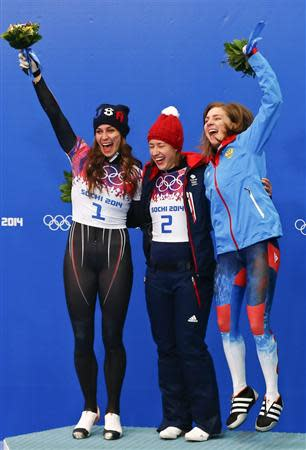 Winner Britain's Elizabeth Yarnold (C) poses with second-placed Noelle Pikus-Pace of the U.S. (L) and third-placed Russia's Elena Nikitina after the women's skeleton event at the 2014 Sochi Winter Olympics, at the Sanki Sliding Center in Rosa Khutor February 14, 2014. REUTERS/Arnd Wiegmann