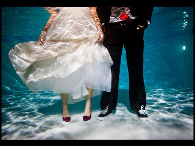 <b>Underwater</b><br>This couple didn't hesitate to take the plunge!