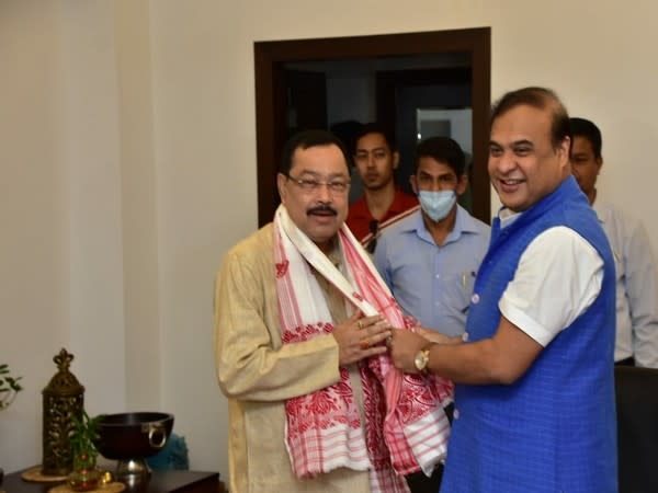 Assam CM welcoming Phanidhar Talukdar, MLA who resigned from AIUDF. (Tiwtter@himantabiswa)