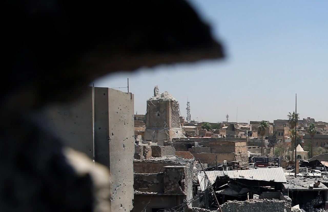 A destroyed al-Hadba minaret at Grand al-Nuri Mosque (L) is seen from an Iraqi held position at the Old City in Mosul, Iraq June 27, 2017. REUTERS/Erik De Castro