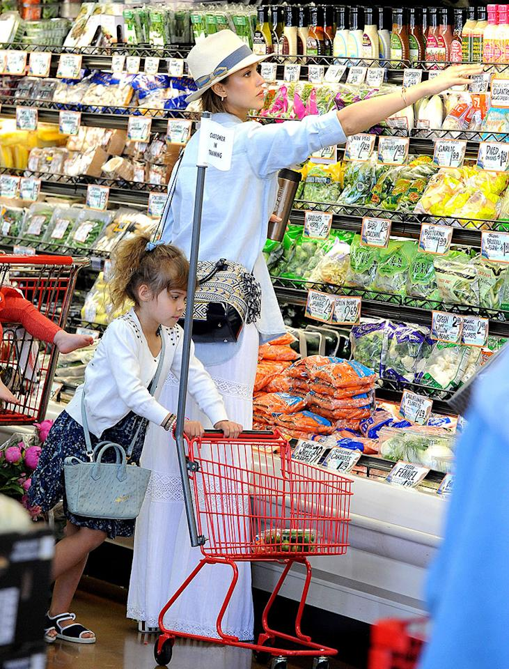 Jessica Alba got a little help from 4-year-old daughter Honor while shopping at Trader Joe's on Monday. Perhaps they were prepping for a Memorial Day barbecue? (5/27/2013)