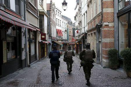 Belgian soldiers patrol a shopping street where tourists frequented in central Brussels, November 22, 2015, after security was tightened in Belgium following the fatal attacks in Paris. REUTERS/Youssef Boudlal