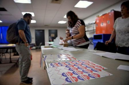 Voters sign in to cast their ballot in the Pennsylvania primary at a polling place in Philadelphia, Pennsylvania, U.S., April 26, 2016.  REUTERS/Charles Mostoller/File Photo