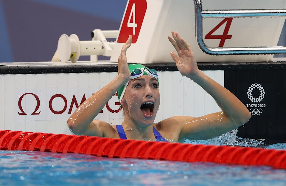 TOKYO, JAPAN - JULY 30: Tatjana Schoenmaker of Team South Africa celebrates after winning the gold medal and breaking the world record after competing in the Women's 200m Breaststroke Final on day seven of the Tokyo 2020 Olympic Games at Tokyo Aquatics Centre on July 30, 2021 in Tokyo, Japan. (Photo by Ian MacNicol/Getty Images)