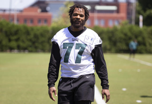 "<a class=""link rapid-noclick-resp"" href=""/nfl/players/9568/"" data-ylk=""slk:Michael Bennett"">Michael Bennett</a>'s felony case was delayed. (Getty Images)"
