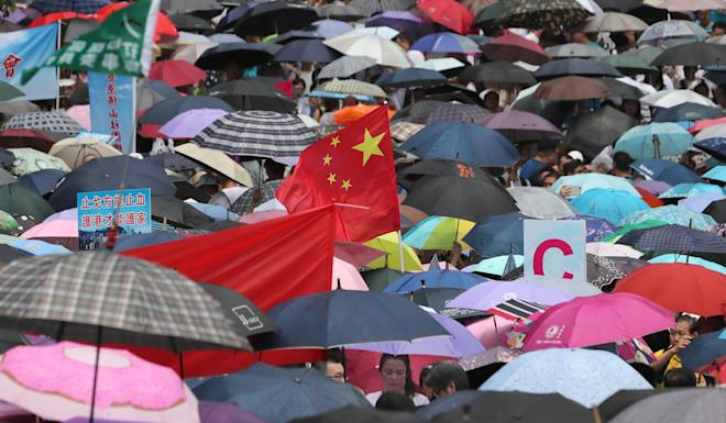 A Chinese flag flutters amid the umbrellas at Tamar Park. Photo: Sam Tsang