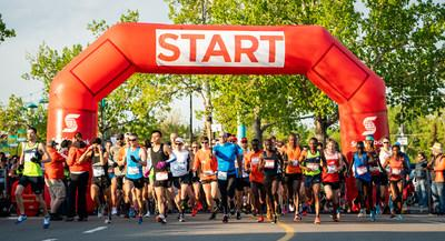 The sun was shining for the 55th edition of the Scotiabank Calgary Marathon, with over 9,000 people taking part. Highlights of the race include winners from around the world. Photo Credit: Dave Holland (CNW Group/Scotiabank)