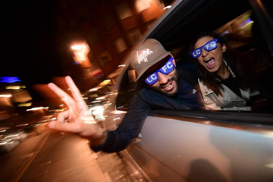 Leicester City fans celebrate their team becoming the Premier League champions in central Leicester (AFP Photo/Leon Neal)