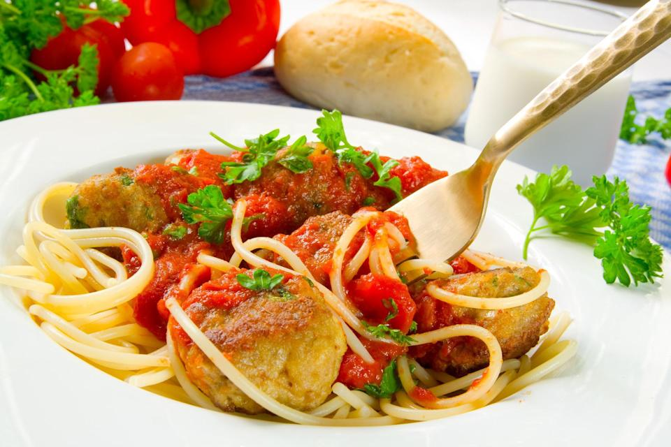 """<p>Who doesn't love pasta and meatballs? It's a staple that both adults and kids enjoy. If you want to make a slighty leaner version of the dish, opt for turkey instead of beef when making the meatballs. Depending on the age of the kids, they may be able to help form the meatballs.</p> <p><a href=""""https://www.thedailymeal.com/best-recipes/easy-turkey-meatballs?referrer=yahoo&category=beauty_food&include_utm=1&utm_medium=referral&utm_source=yahoo&utm_campaign=feed"""" rel=""""nofollow noopener"""" target=""""_blank"""" data-ylk=""""slk:For the Easy Turkey Meatballs recipe, click here."""" class=""""link rapid-noclick-resp"""">For the Easy Turkey Meatballs recipe, click here.</a></p>"""