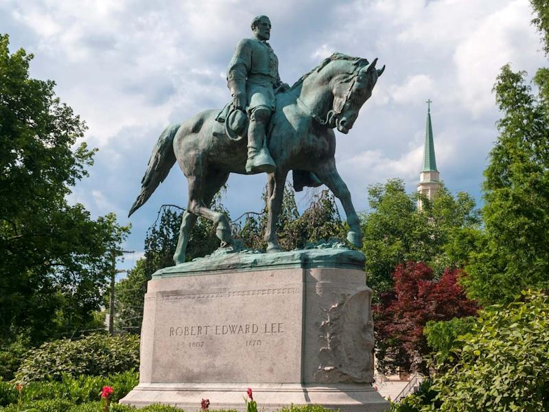 Confederate Civil War General Robert E Lee' statue at Lee Park in Charlottesville, Virginia: Getty Images/iStockphoto