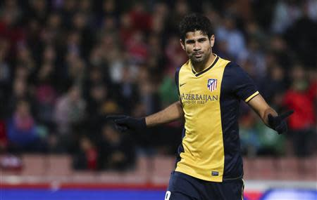 Atletico Madrid's Diego Costa celebrates after scoring against Granada during their Spanish First Division soccer match at Nuevo Los Carmenes stadium in Granada October 31, 2013. REUTERS/Pepe Marin
