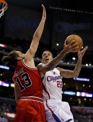 Los Angeles Clippers' Matt Barnes, right, is defended by Chicago Bulls' Joakim Noah in the first half of an NBA basketball game in Los Angeles, Saturday, Nov. 17, 2012. (AP Photo/Jae C. Hong)