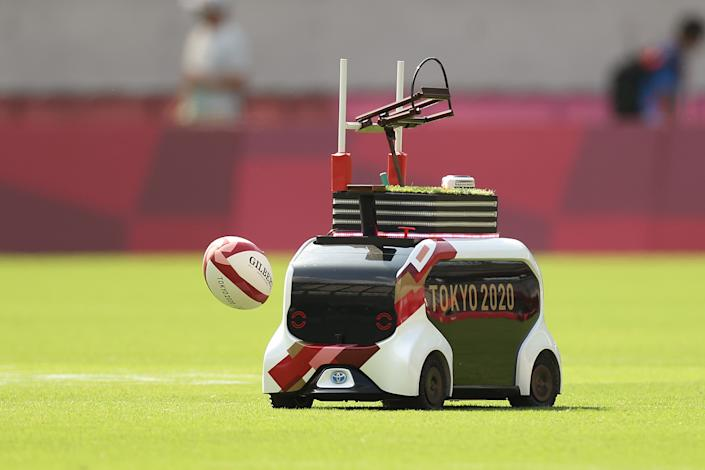 <p>A robot delivers match balls on day three of the Tokyo 2020 Olympic Games at Tokyo Stadium on July 26, 2021 in Chofu, Tokyo, Japan. (Photo by Dan Mullan/Getty Images)</p>
