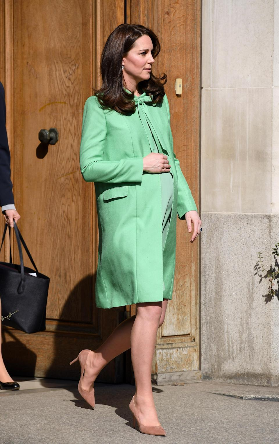 <p><strong>The occassion:</strong> A visit to the Royal Society of Medicine in central London.<br><strong>The look:</strong> A mint green bespoke Jenny Packham coat with nude court shoes by Jimmy Choo.<br>[Photo: Getty] </p>