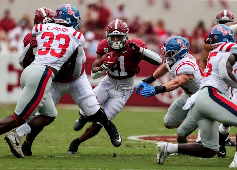 Alabama running back Jase McClellan (21) carries the ball against the Mississippi during the first half at Bryant-Denny Stadium.