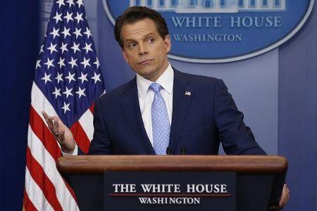 Trump's spin doctor Anthony Scaramucci seals White House press debut with kiss
