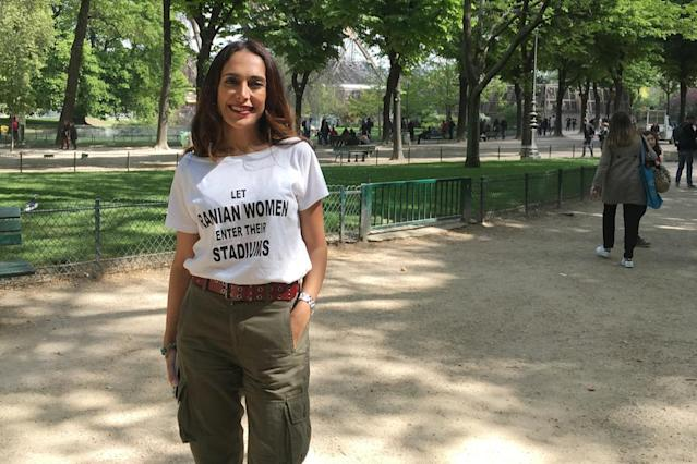 "Iranian-Belgian human rights activist Darya Safai poses for a photograph in a park in the French capital Paris on April 14, 2017.Safai asked today that international sports bodies sanction Iran, which forbids women entry on sport stadiums, denouncing an ""intolerable sexual apartheid."" (AFP Photo/Jessica LOPEZ)"