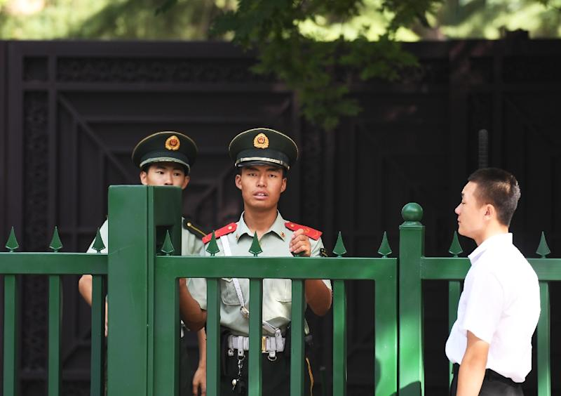 Chinese paramilitary policemen stand outside the entrance to the North Korean embassy in Beijing on September 9, 2016 (AFP Photo/Greg Baker)