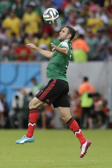 Mexico's Miguel Layun controls the ball during the group A World Cup soccer match between Croatia and Mexico at the Arena Pernambuco in Recife, Brazil, Monday, June 23, 2014. (AP Photo/Petr David Josek)