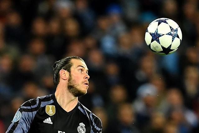 Real Madrid's forward Gareth Bale eyes the ball during the UEFA Champions League football match against SSC Napoli on March 7, 2017 (AFP Photo/ALBERTO PIZZOLI)