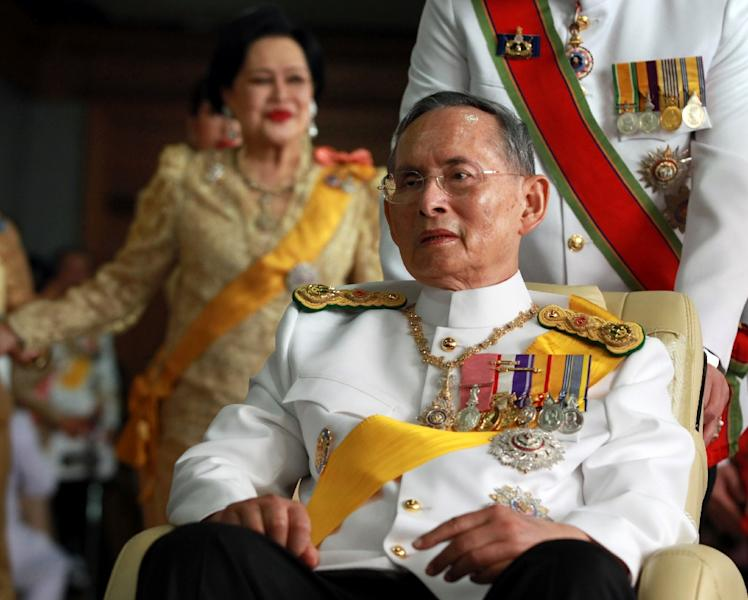 Thailand's King Bhumibol Adulyadej leaves from Siriraj hospital to the Grand Palace in Bangkok on December 5, 2011 on his 84th birthday (AFP Photo/Pairoj)