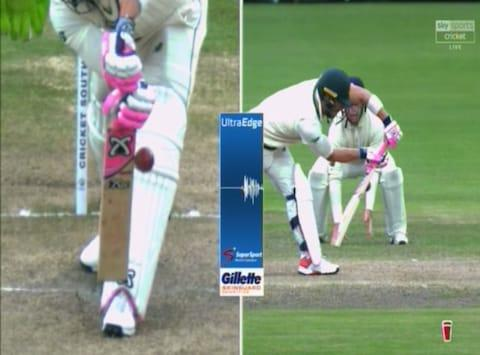 UltraEdge shows Faf du Plessis hitting the ball - Credit: SKY SPORTS